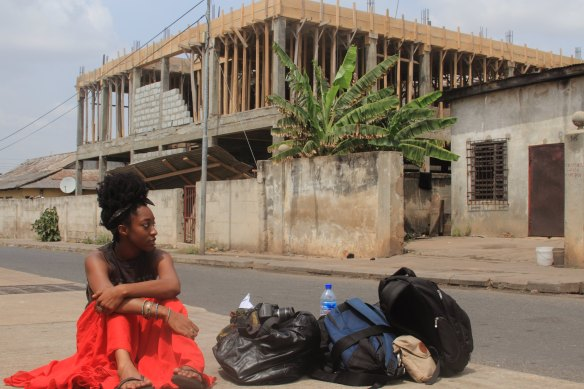 BAG LADY  - photo by ACCRA [dot] ALT