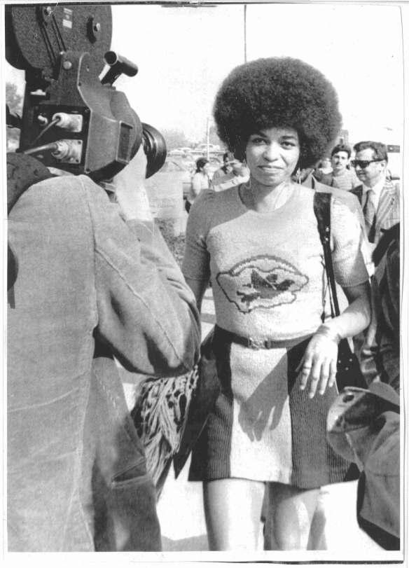 ANGELA DAVIS arrives for a court trial, April 1972 [via US Prison Culture]