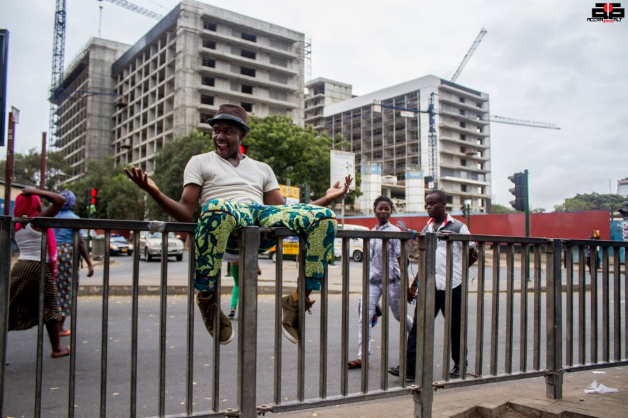 KYEKYEKU chills in Accra central |Catch him live at IND!E FUSE on Dec 13 | photo by Mantse Aryeequaye