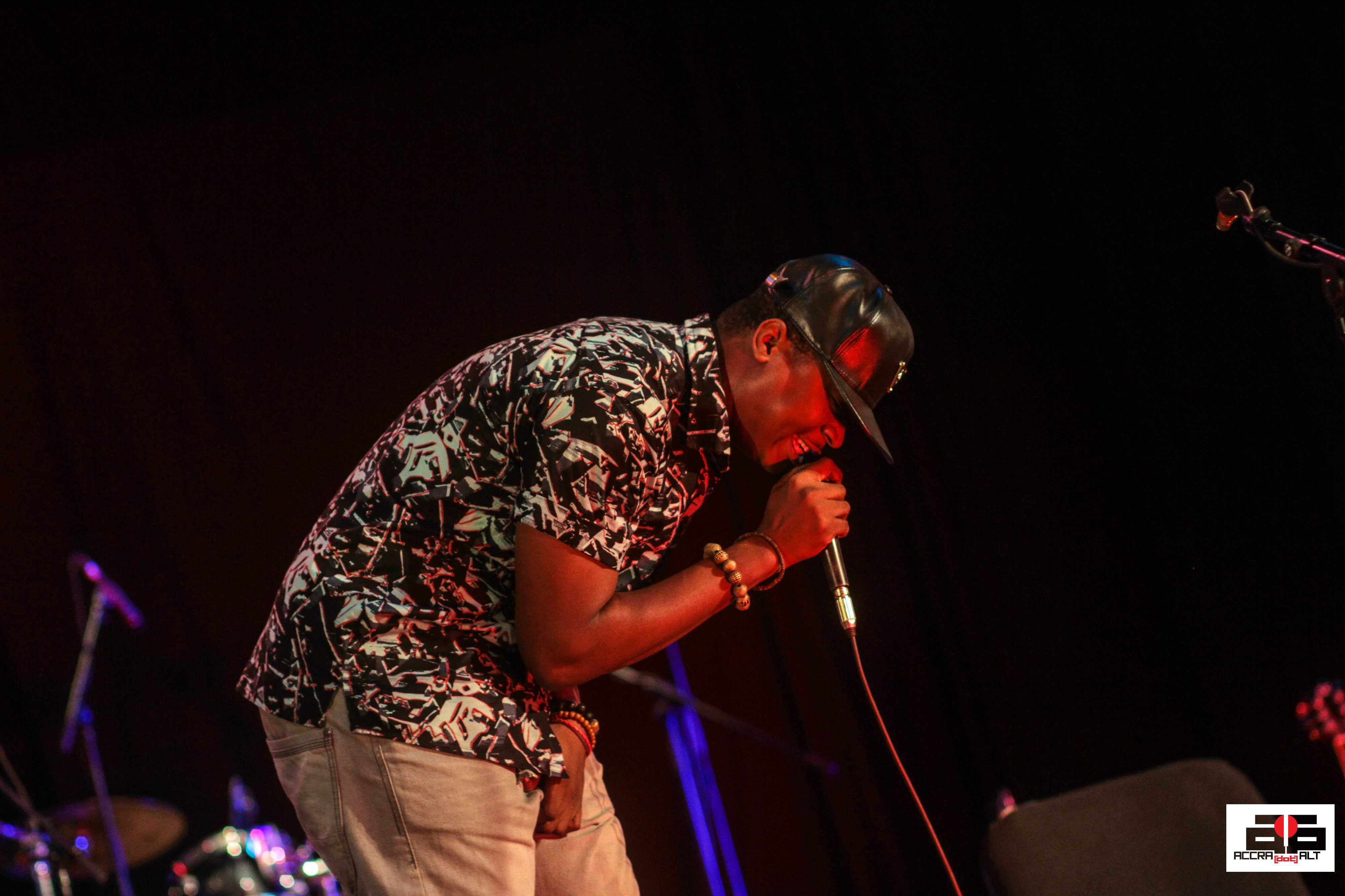 Kwame Nsiah be hugging the mic  night :)